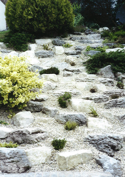 how to build a small rockery